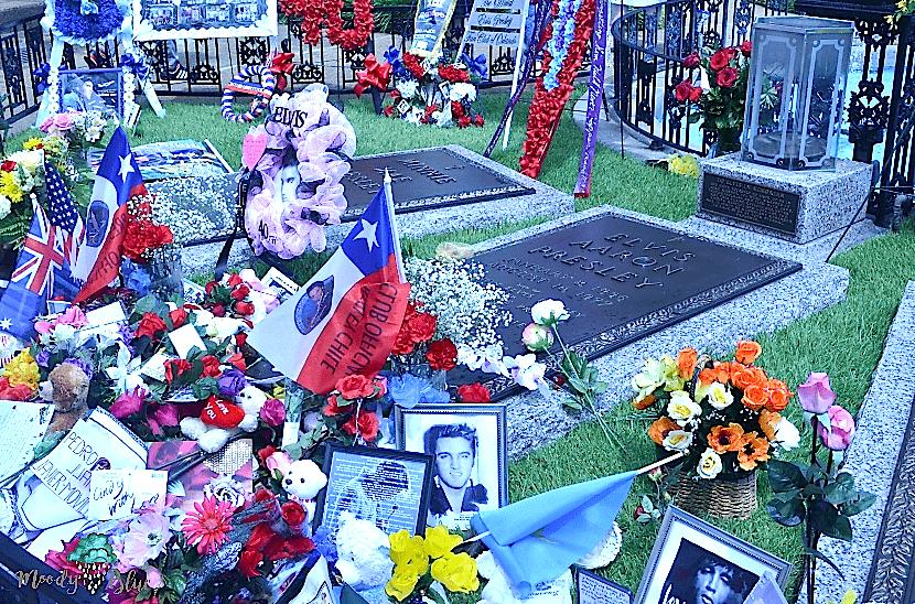 Elvis Presley's Graceland - Elvis's Gravesite